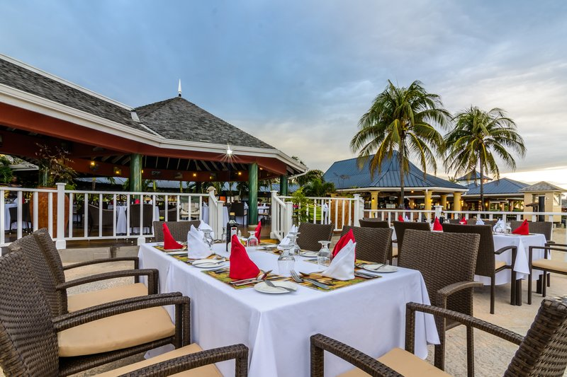 Jewel Runaway Bay Beach And Golf Resort  - Moonstone Restuarant Outdoor Seating <br/>Image from Leonardo