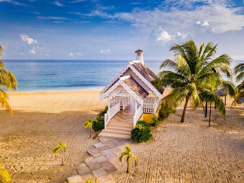 Jewel Runaway Bay Beach And Golf Resort -Wedding Chapel on Beach<br/>Image from Leonardo