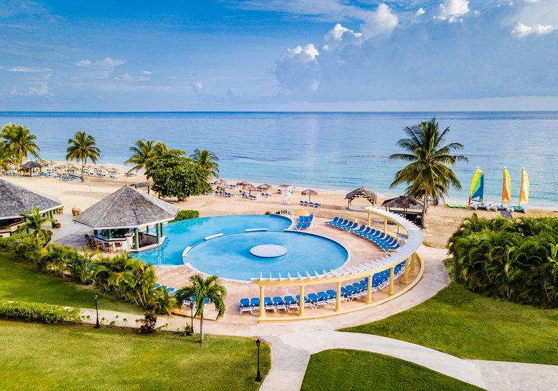 Jewel Runaway Bay Beach And Golf Resort -Sunken Treasure Infinity Pool<br/>Image from Leonardo