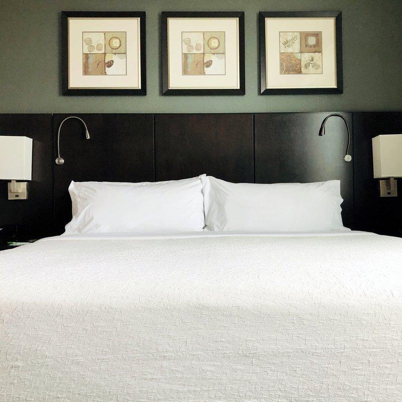 Holiday Inn Saskatoon Downtown-CSTN Standard Room<br/>Image from Leonardo