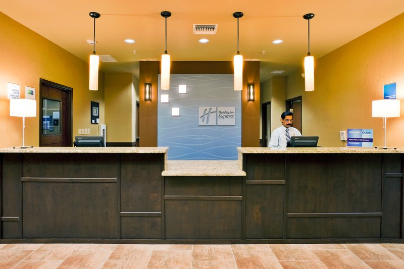 Holiday Inn Express Crystal River-Front Desk<br/>Image from Leonardo