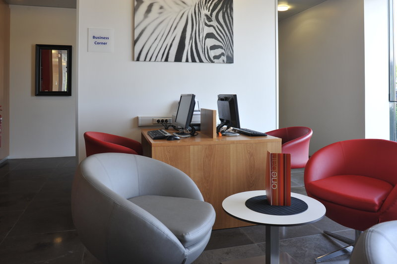 Holiday Inn Express Saint - Nazaire-Bright and pleasant lobby lounge<br/>Image from Leonardo