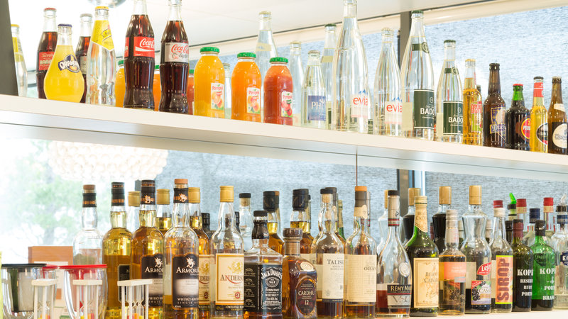 Holiday Inn Express Saint - Nazaire-Enjoy a drink at hotel's bar<br/>Image from Leonardo