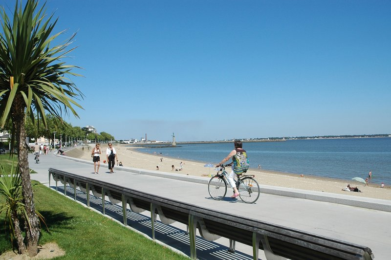 Holiday Inn Express Saint - Nazaire-Bicycle touring along the Atlantic coast<br/>Image from Leonardo