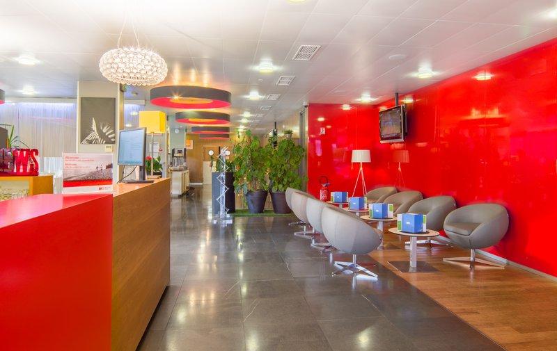 Holiday Inn Express Saint - Nazaire-Hallway<br/>Image from Leonardo