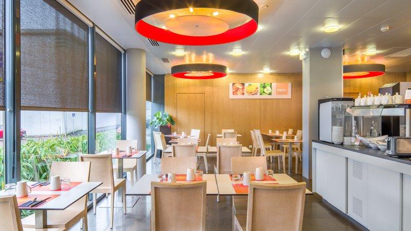 Holiday Inn Express Saint - Nazaire-Breakfast room<br/>Image from Leonardo