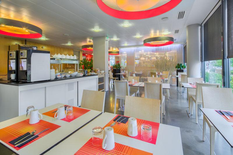 Holiday Inn Express Saint - Nazaire-Breakfast Area<br/>Image from Leonardo