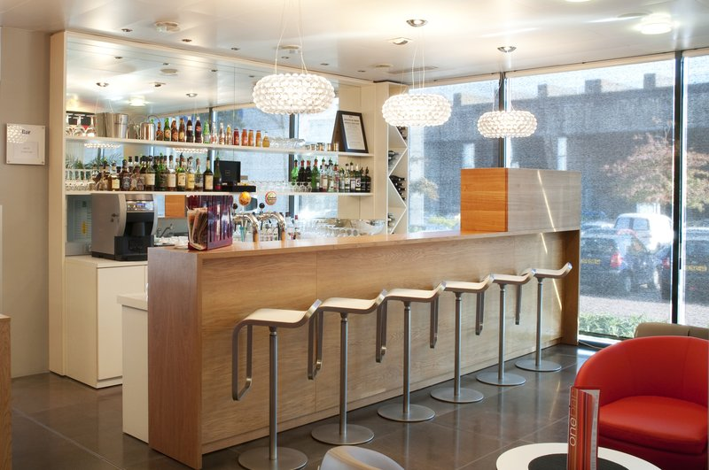 Holiday Inn Express Saint - Nazaire-Join your friends at the hotel's bar for a pleasant moment<br/>Image from Leonardo