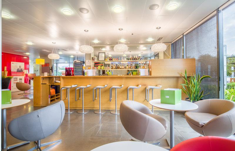 Holiday Inn Express Saint - Nazaire-Bar<br/>Image from Leonardo