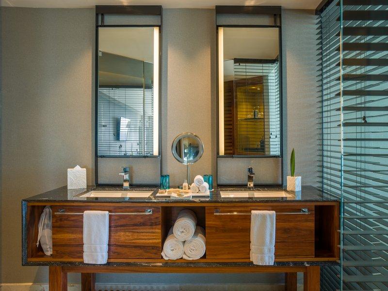 Live Aqua Cancun - Bahtroom <br/>Image from Leonardo
