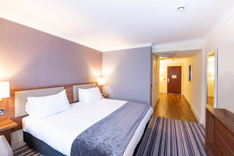 Holiday Inn Cardiff - North M4, Jct.32-2 BED MOBIL ACCESSIBLE ROLL SHWR NOSMK<br/>Image from Leonardo