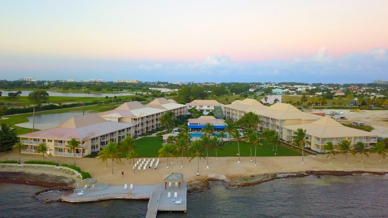 Holiday Inn Resort Grand Cayman-Beach<br/>Image from Leonardo