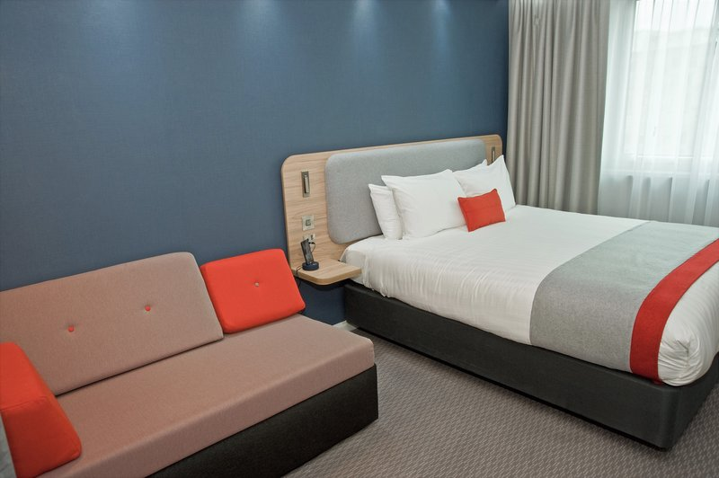 Holiday Inn Express Leeds City Centre - Armouries-Guest Room<br/>Image from Leonardo