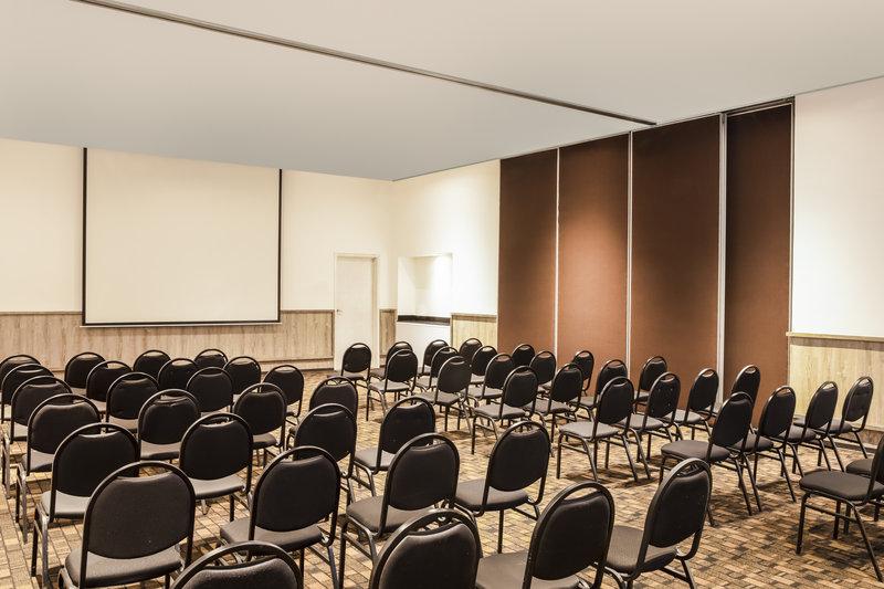 Fiesta Inn Guadalajara Expo-Meeting Room<br/>Image from Leonardo