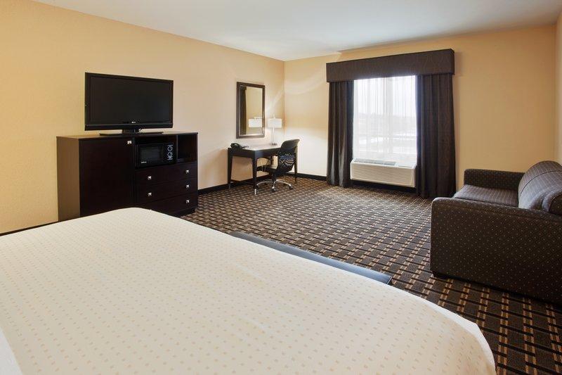 Holiday Inn Arlington NE-Rangers Ballpark-Leisure King Guest Room<br/>Image from Leonardo