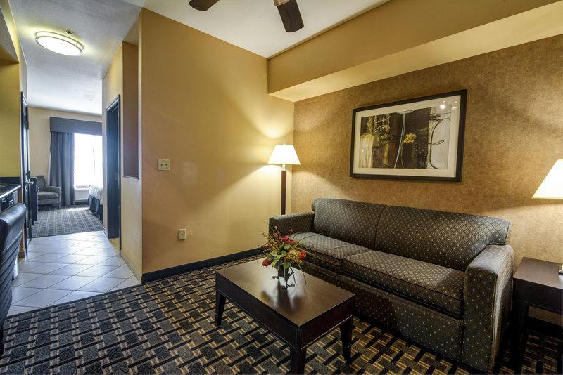 Holiday Inn Arlington NE-Rangers Ballpark-Suite Living Area<br/>Image from Leonardo