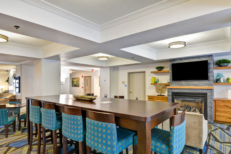 Holiday Inn Express & Suites Milwaukee-New Berlin-Guest Dining Lounge<br/>Image from Leonardo