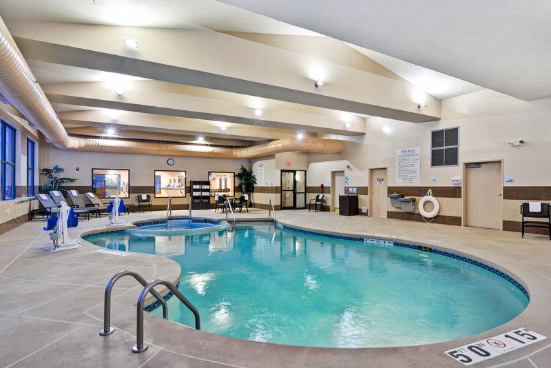 Holiday Inn Express & Suites Milwaukee-New Berlin-Swimming Pool<br/>Image from Leonardo