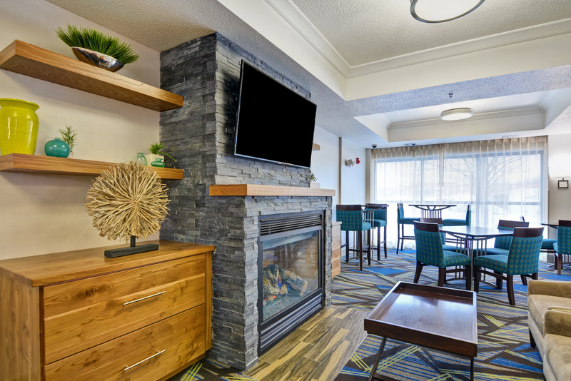 Holiday Inn Express & Suites Milwaukee-New Berlin-Lobby Lounge<br/>Image from Leonardo