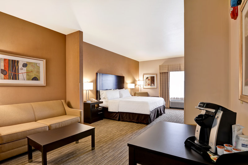 Holiday Inn Express & Suites Milwaukee-New Berlin-Suite<br/>Image from Leonardo