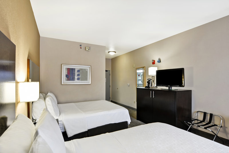 Holiday Inn Express & Suites Milwaukee-New Berlin-Queen Bed Guest Room<br/>Image from Leonardo