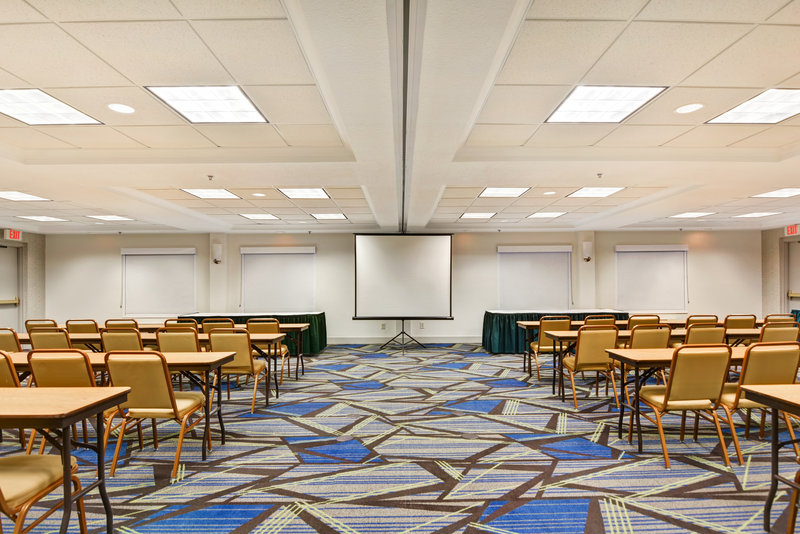 Holiday Inn Express & Suites Milwaukee-New Berlin-Meeting Room<br/>Image from Leonardo