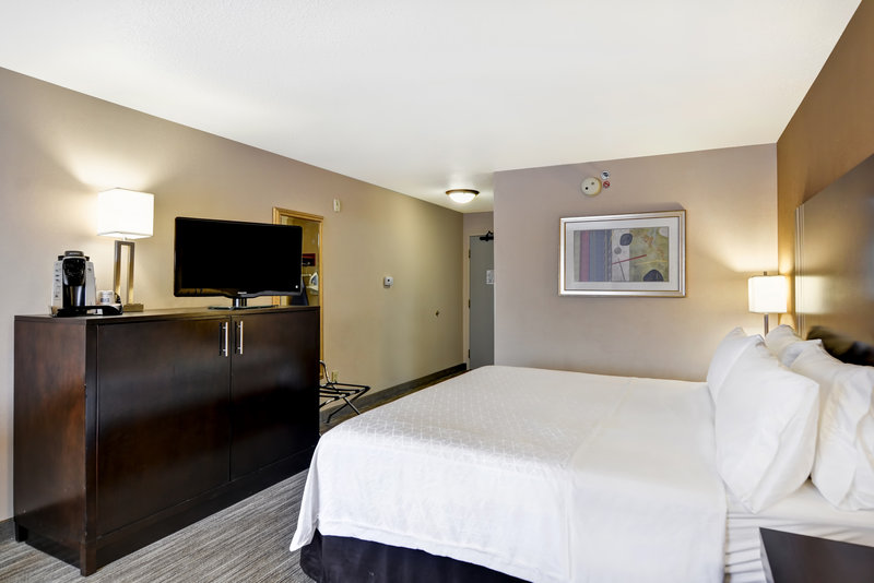 Holiday Inn Express & Suites Milwaukee-New Berlin-King Bed Guest Room<br/>Image from Leonardo