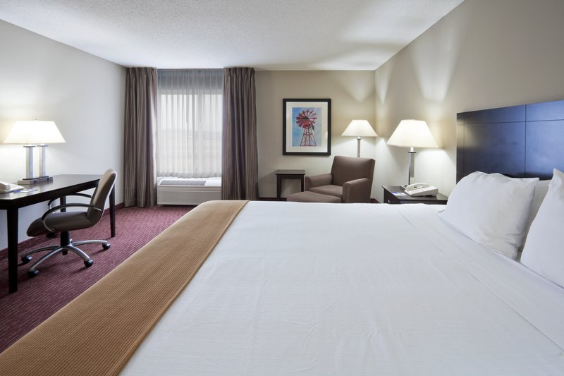 Holiday Inn Express Fort Wayne (New Haven)-King Bed Guest Room<br/>Image from Leonardo