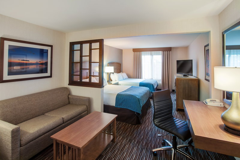 Holiday Inn Express & Suites Carpinteria-Queen Bed Guest Room<br/>Image from Leonardo