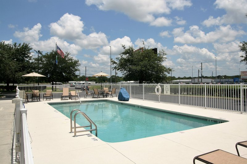 Holiday Inn Express & Suites Brooksville West-Outdoor Swimming Pool - catch some rays and refresh.<br/>Image from Leonardo