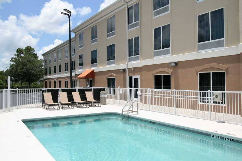 Holiday Inn Express & Suites Brooksville West-Pool<br/>Image from Leonardo