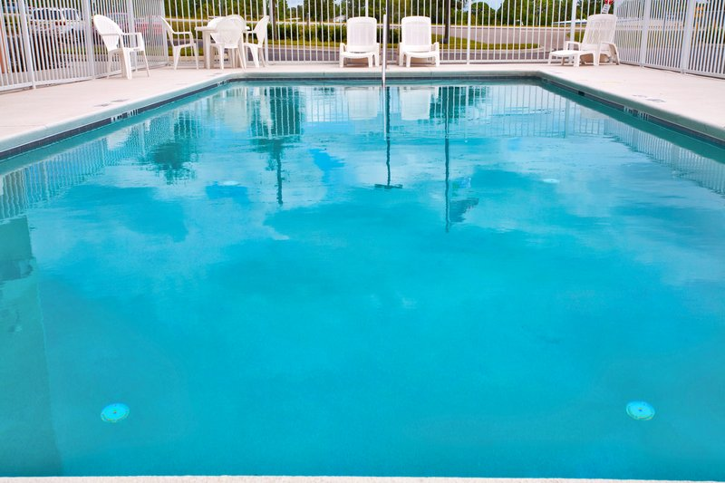 Holiday Inn Express & Suites Brooksville West-Swimming Pool<br/>Image from Leonardo
