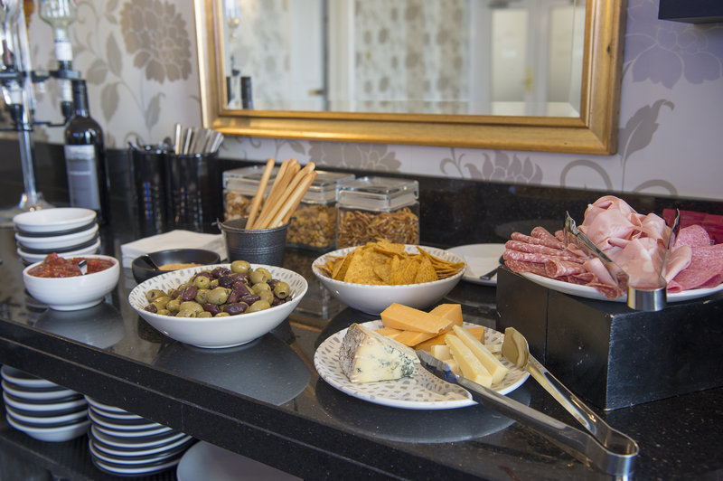 Holiday Inn Sheffield-Canapes served from 5pm-7pm in the Club Lounge<br/>Image from Leonardo