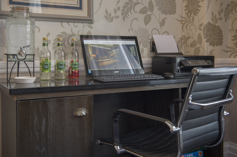 Holiday Inn Sheffield-Business centre in the Club Lounge<br/>Image from Leonardo