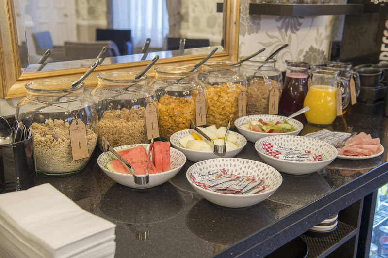 Holiday Inn Sheffield-Breakfast in the Club Lounge<br/>Image from Leonardo