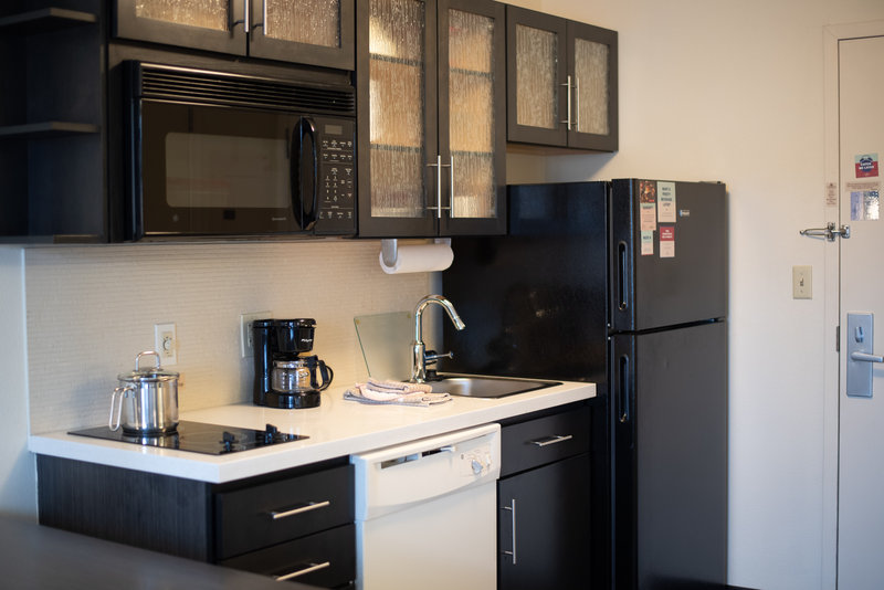 Candlewood Suites Pittsburgh-Airport-Full Kitchen in every room.<br/>Image from Leonardo
