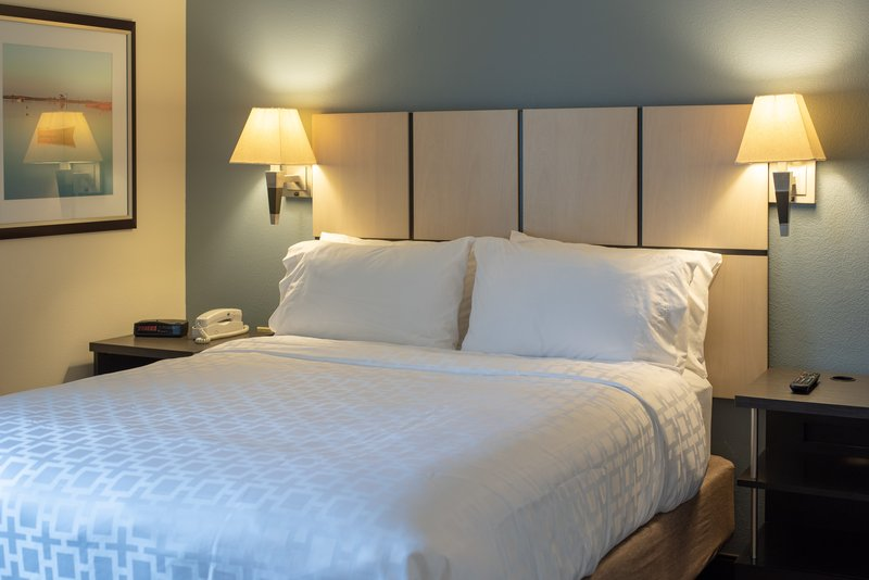 Candlewood Suites Pittsburgh-Airport-Guest Room<br/>Image from Leonardo
