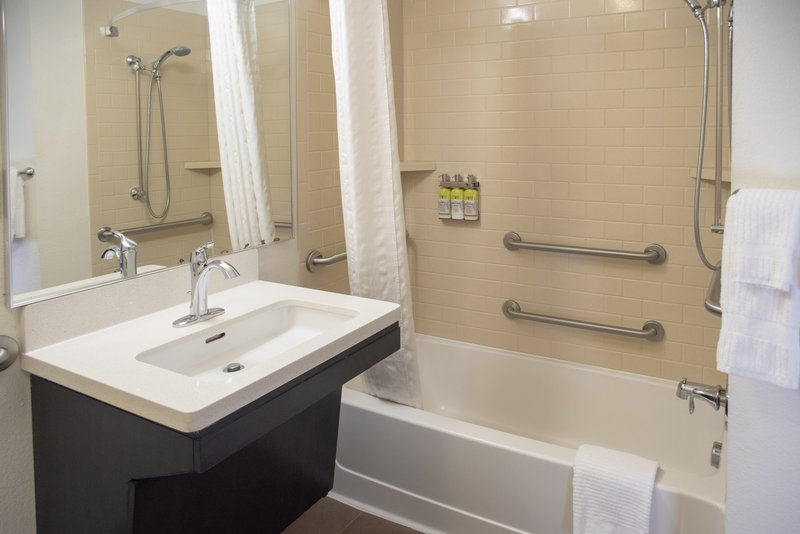 Candlewood Suites Pittsburgh-Airport-Wheelchair Accessible<br/>Image from Leonardo