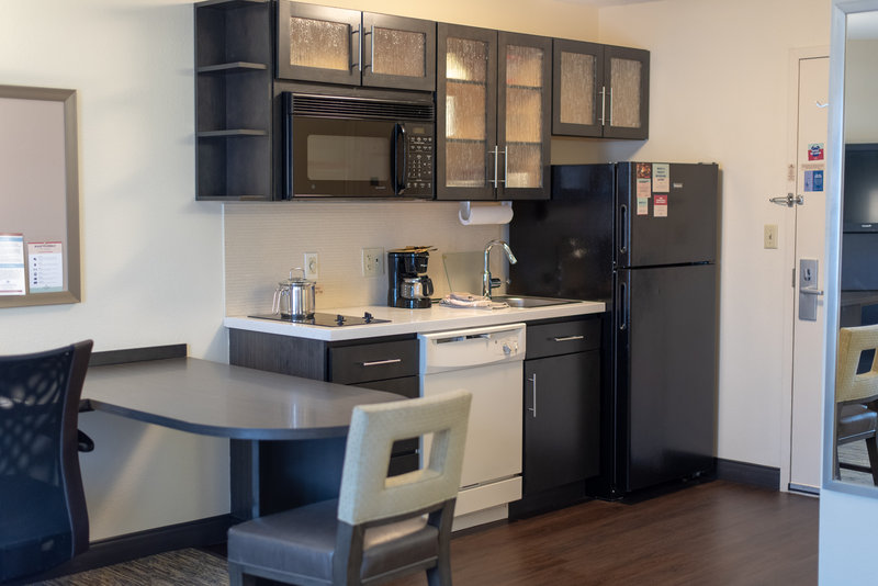 Candlewood Suites Pittsburgh-Airport-Studio suite kitchen two burner stove dishwasher microwave<br/>Image from Leonardo