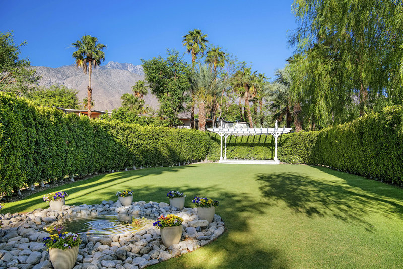 Riviera Palm Springs-Wexler Garden<br/>Image from Leonardo