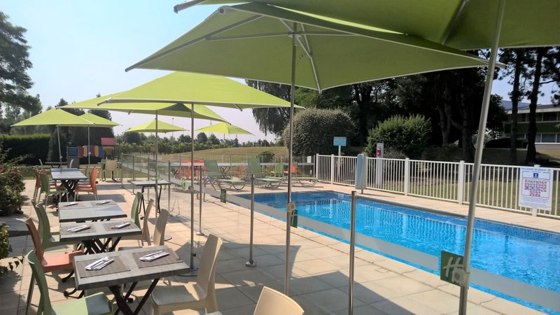 Holiday Inn Lille - Ouest Englos-Outdoor heated pool<br/>Image from Leonardo