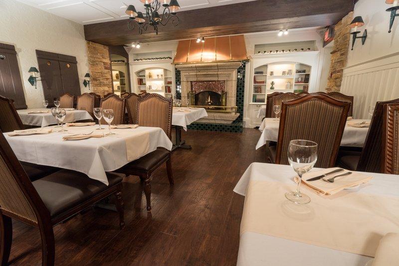 Best Western Fireside Inn-Bistro Stefan Inner Room<br/>Image from Leonardo