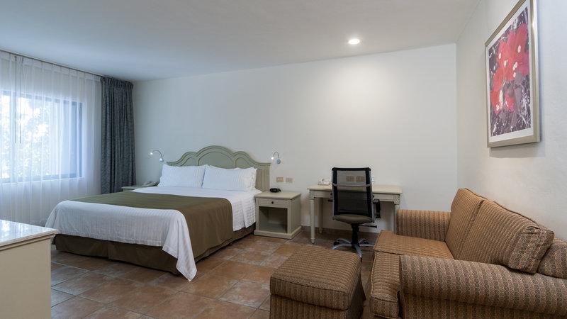 Holiday Inn Ciudad Del Carmen-KING BED EXECUTIVE SUITE NONSMOKING<br/>Image from Leonardo