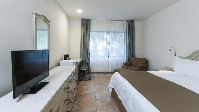 Holiday Inn Ciudad Del Carmen-KING BED LEISURE SMOKING<br/>Image from Leonardo