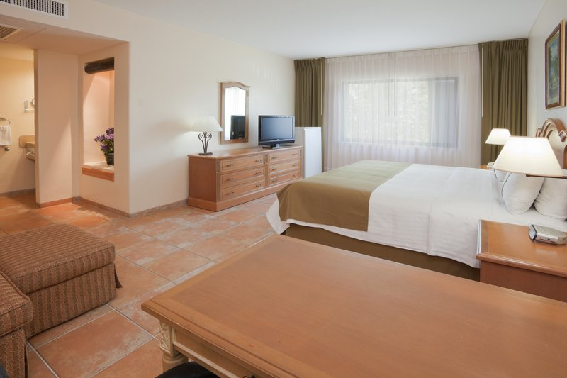 Holiday Inn Ciudad Del Carmen-Executive Suite<br/>Image from Leonardo