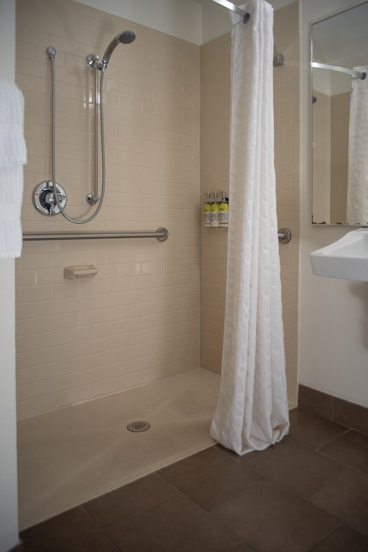 Candlewood Suites Pittsburgh-Airport-Accessible Roll-In Shower<br/>Image from Leonardo