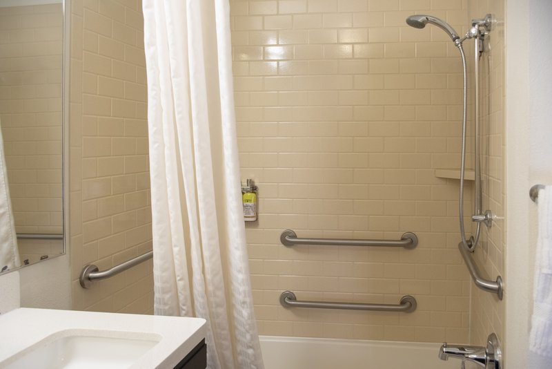 Candlewood Suites Pittsburgh-Airport-Accessible bathroom with tub<br/>Image from Leonardo