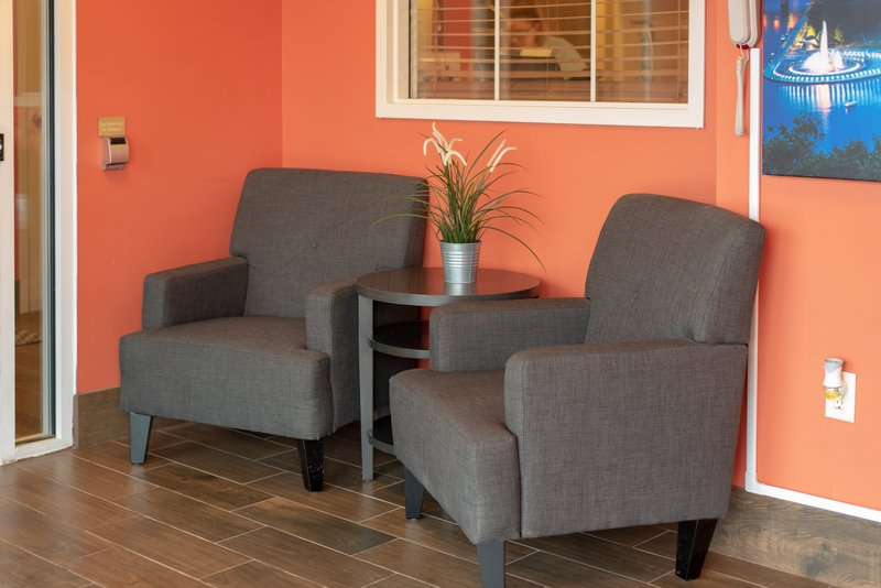 Candlewood Suites Pittsburgh-Airport-Sit down and relax while you wait for the airport shuttle.<br/>Image from Leonardo