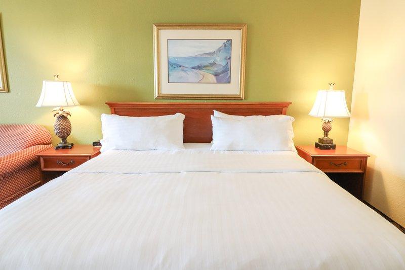 Holiday Inn Hotel & Suites Vero Beach-Oceanside-Guest Room<br/>Image from Leonardo