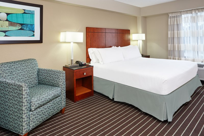 Holiday Inn Express Hampton - Coliseum Central-King Leisure Guest Room<br/>Image from Leonardo